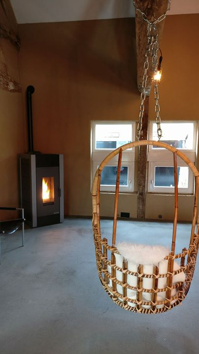 Een flinke Adler Firecube geïnstalleerd bij B&B Bij Tante Toos in Mamelis. Met zijn strakke design vormt deze pellet...